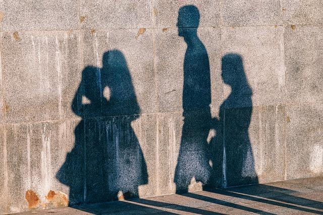 stín lidí