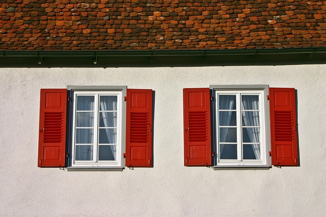 červené okenice.jpg