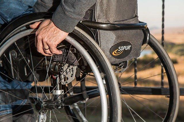 invalida na vozíku.jpg