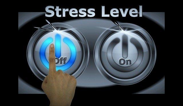 dva běžné tlačítkové vypínače